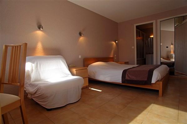 Chambre double 13m2 vue arri re donnant sur une terrasse solarium cot - Amenagement chambre 13m2 ...